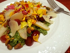 kale salad with pears, pistachios and grapes