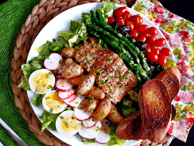 grilled salmon niçoisesalad