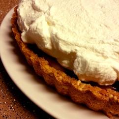 banoffee pie with pretzel crust | oven + apron